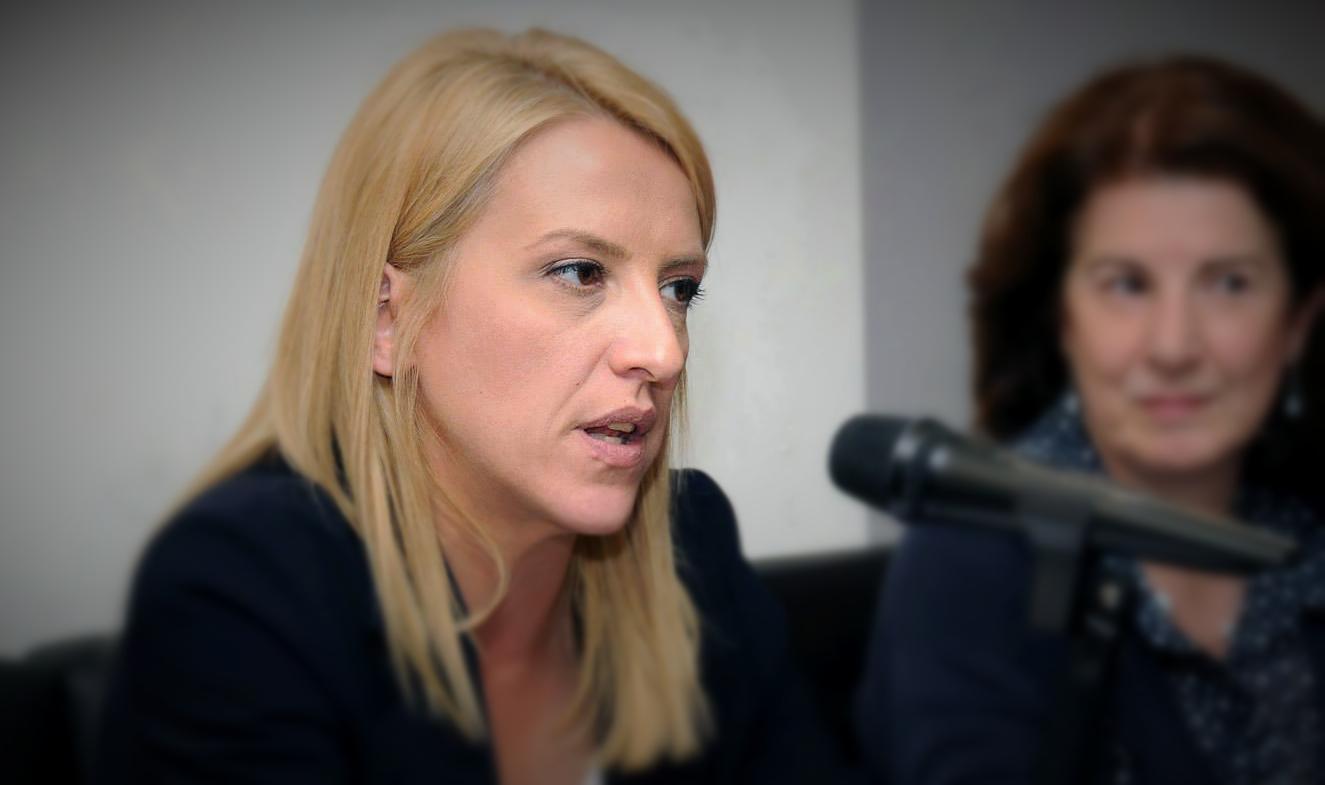 Ρένα Δούρου: Όχι στο όνομά μου εκδουλεύσεις!