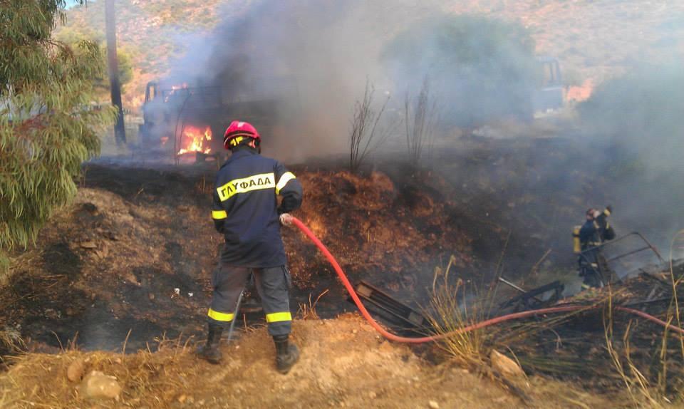 Δάμασαν τις φλόγες στην Άνω Γλυφάδα (εικόνες)