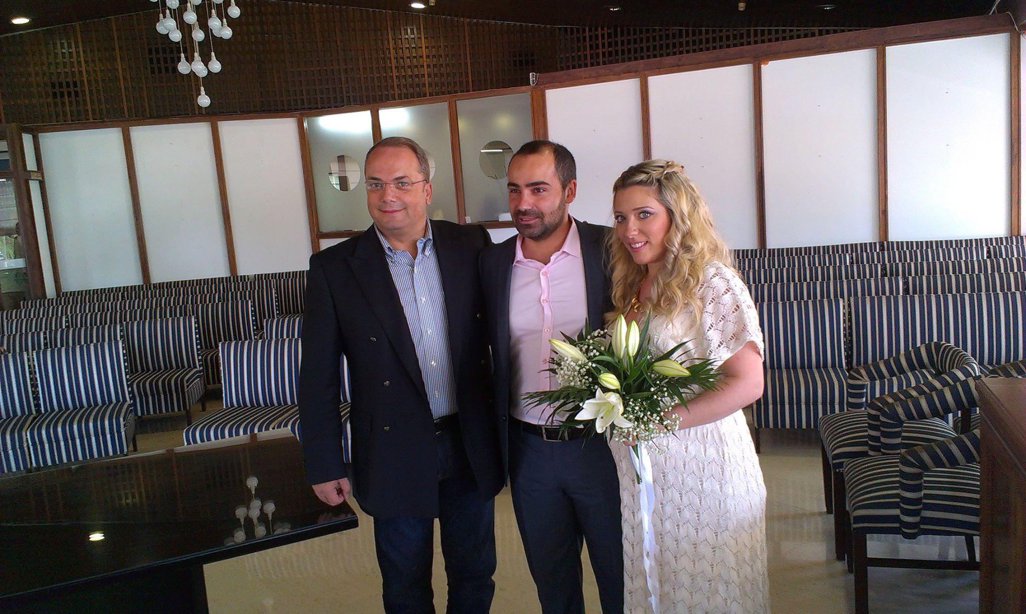 Τον πρώτο πολιτικό του γάμο τέλεσε ο Γρηγόρης Κωνσταντέλλος