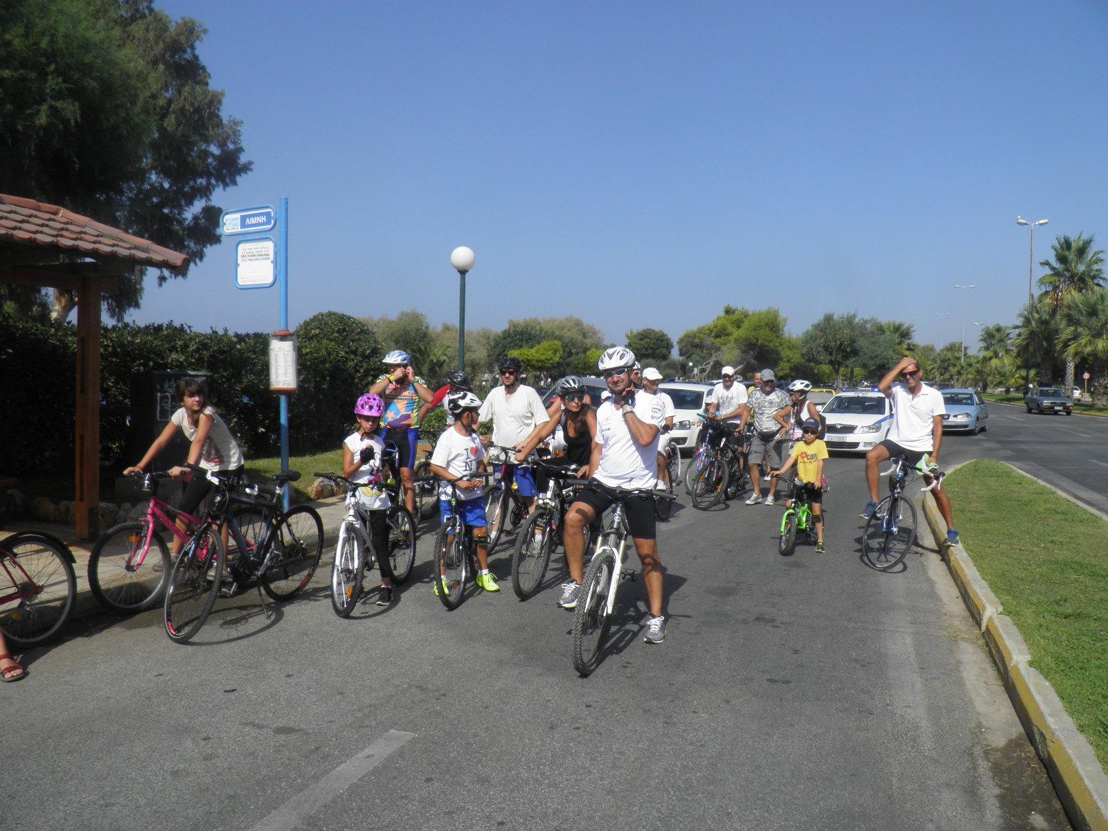 Τα 3Β προτιμούν το ποδήλατο! (photos)