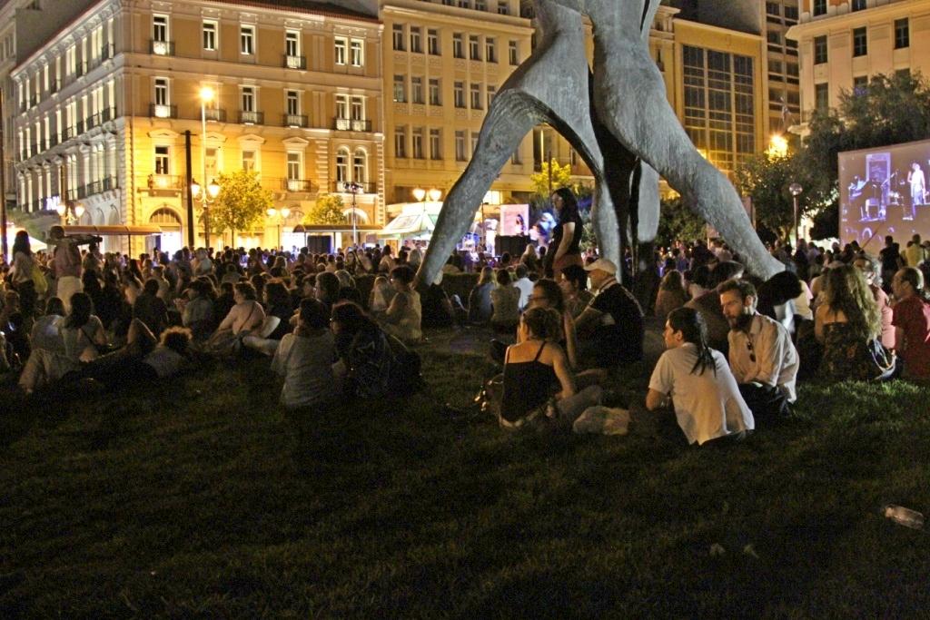 Βραδιά ποίησης στην πλατεία Κλαυθμώνος