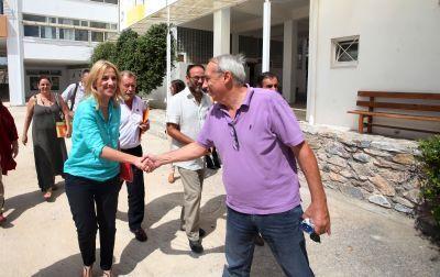 Ρένα Δούρου: Δικαίωμα όλων των μαθητών η ασφάλεια στις μετακινήσεις