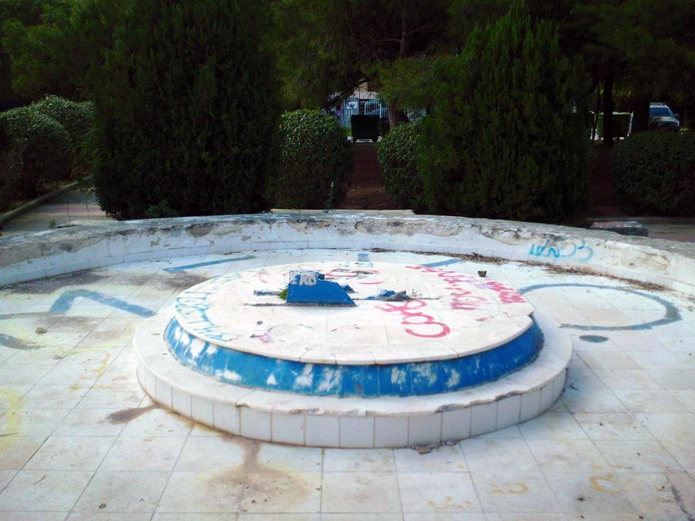 Η πλατεία όνειδος στην καρδιά της Βούλας (photos)
