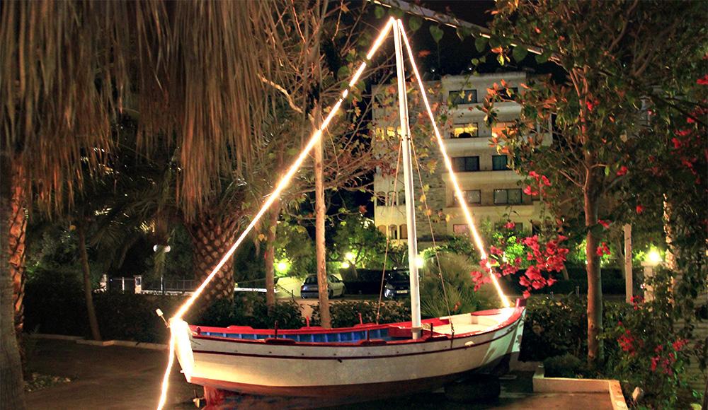 Μια διάσημη βάρκα κοσμεί τη Βούλα
