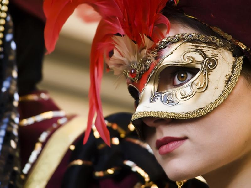 Χορός μασκέ του Επιμορφωτικού Συλλόγου Βάρης