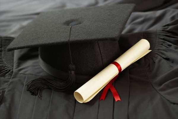 Ο Δήμος Βάρης Βούλας Βουλιαγμένης βραβεύει τους επιτυχόντες μαθητές