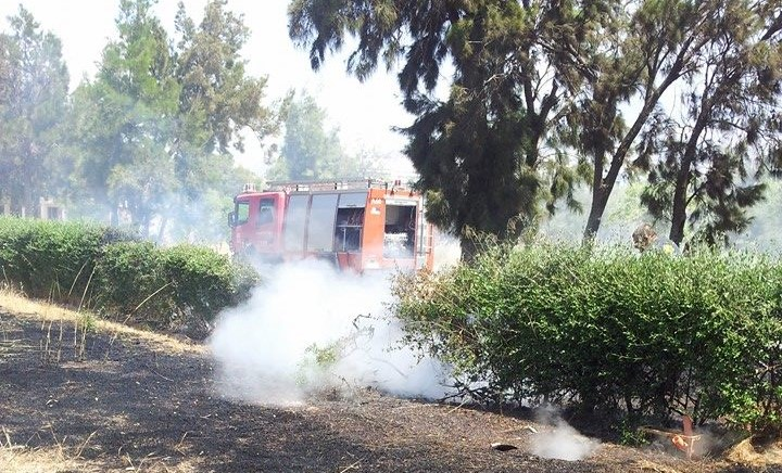 Πυρκαγιά χτύπησε την πόρτα της Βούλας (photos)