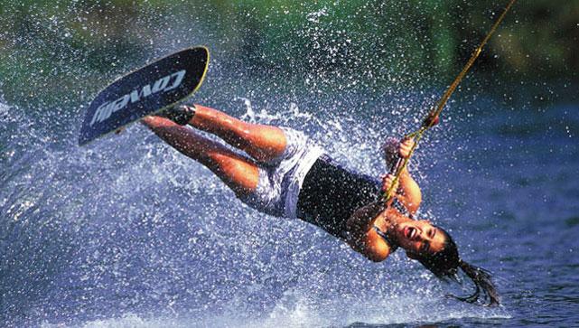 Στη Βουλιαγμένη χτυπά η καρδιά του wakeboard