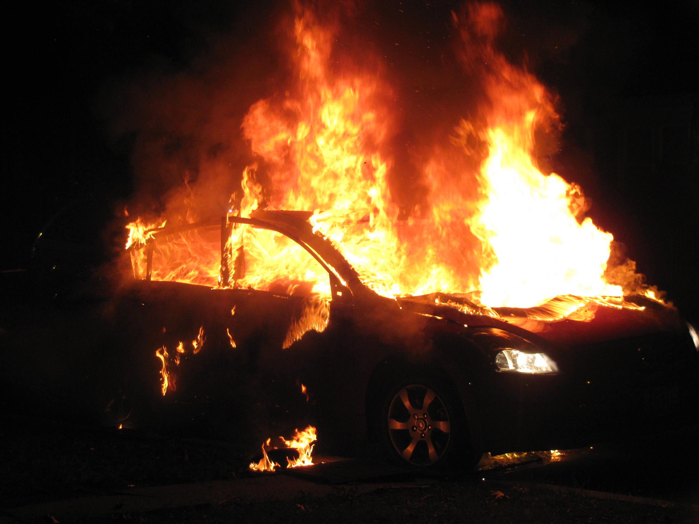 Παρανάλωμα του πυρός αυτοκίνητο στη Βάρη