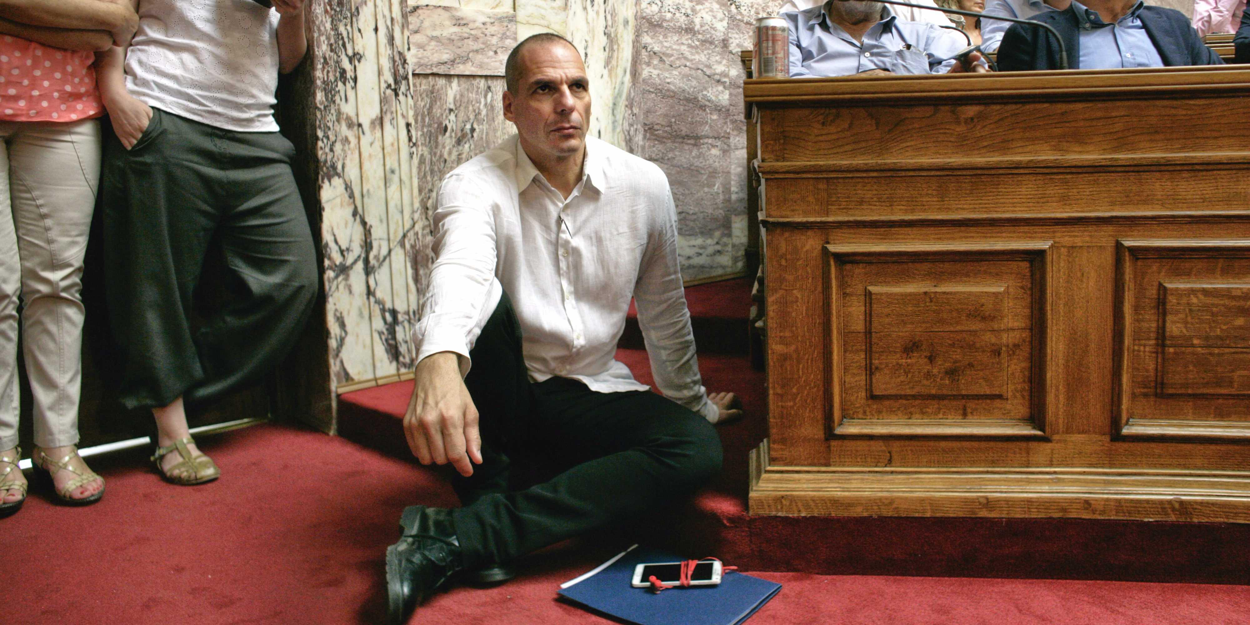 Παραιτήθηκε ο Βαρουφάκης μετά από απαίτηση των «θεσμών»