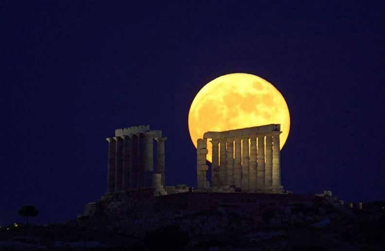 Αυγουστιάτικη πανσέληνος στο Σούνιο, με μελωδίες υπό τον Ποσειδώνα