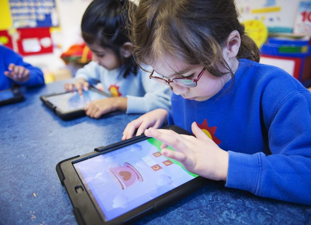 Το κομπιούτερ στη σχολική τάξη ΔΕΝ βελτιώνει τις επιδόσεις των μαθητών!