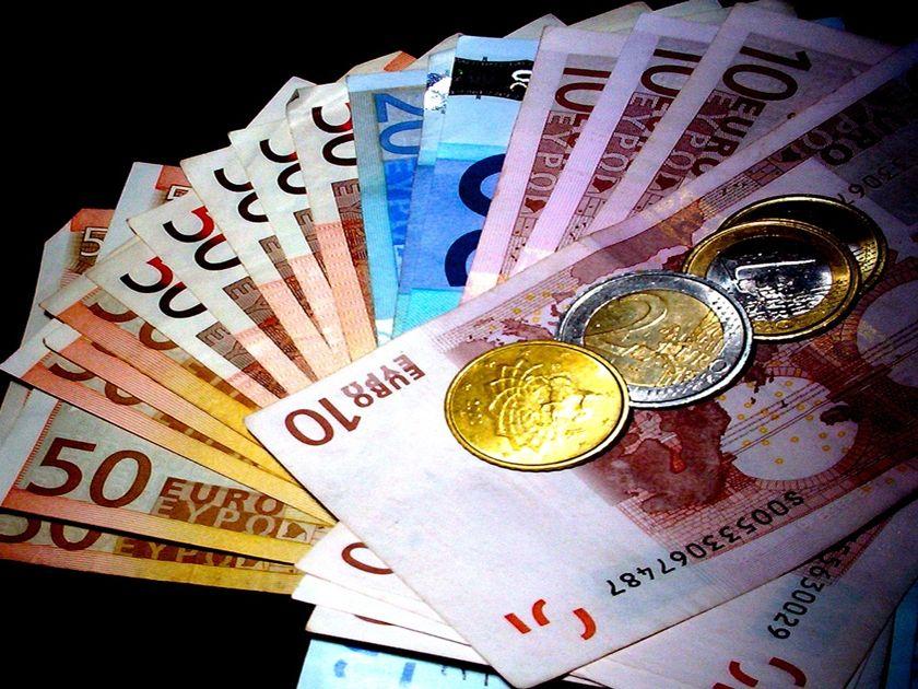 Nέο χαράτσι 100 ευρώ το μήνα για ελεύθερους επαγγελματίες