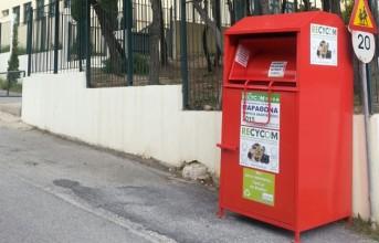 Κόκκινοι κάδοι ανακύκλωσης ρούχων σε Βάρη, Βούλα και Βουλιαγμένη