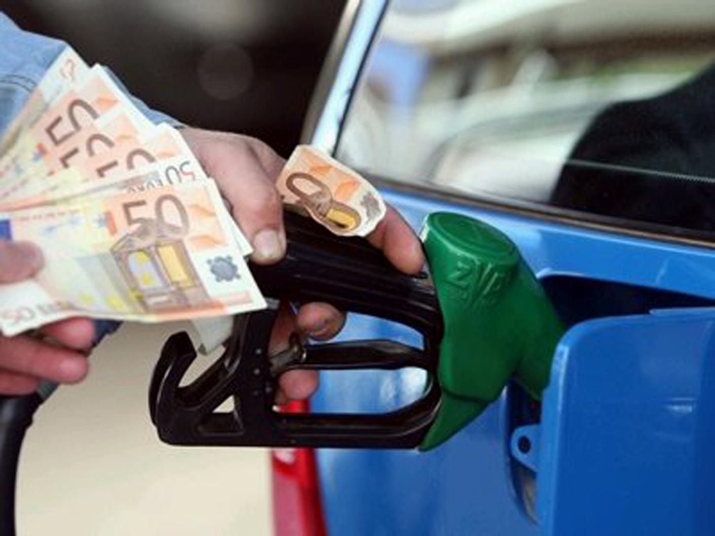 Πρόστιμο σε τρία πρατήρια στη Βάρη και τη Βούλα για νοθευμένα καύσιμα