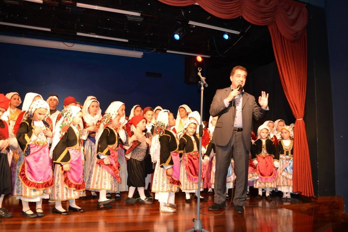 Αναβίωσαν παραδοσιακοί χριστουγεννιάτικοι χοροί στη Βάρη