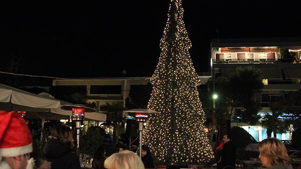 Το Σάββατο φωταγωγείται το χριστουγεννιάτικο δέντρο της Βούλας