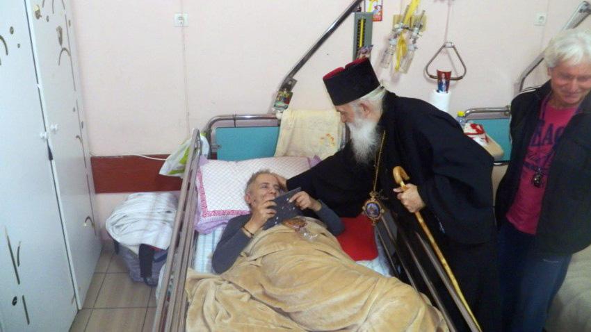 Πλάι στους ασθενείς του Ασκληπιείου ο Μητροπολίτης Παύλος (φωτό)