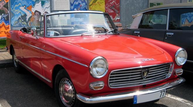 Peugeot-πορεία κλασικών γαλλικών οχημάτων στη Βουλιαγμένη