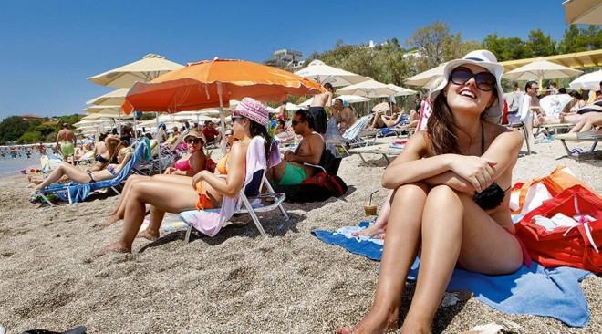 H Ελλάδα στους τρεις «τοπ» τουριστικούς προορισμούς για τους Γάλλους