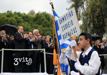 Μια βροχερή αλλά λαμπερή παρέλαση στη Βουλιαγμένη (photos)
