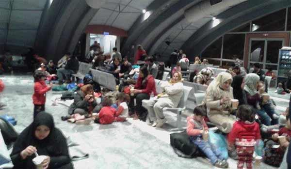 Δεν είναι κατάλληλοι οι χώροι στον Πειραιά για τους πρόσφυγες