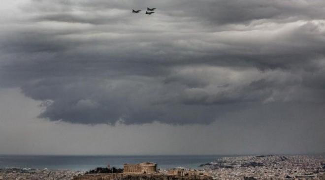 Χαμηλές πτήσεις μαχητικών αναστάτωσαν την Αθήνα