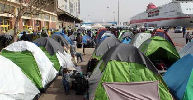 Στην πύλη Ε-1 του λιμανιού του Πειραιά μεταφέρθηκαν οι πρόσφυγες