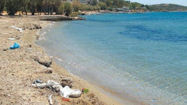Β' πλαζ Βούλας: Ένας σκουπιδότοπος στην αθηναϊκή ριβιέρα
