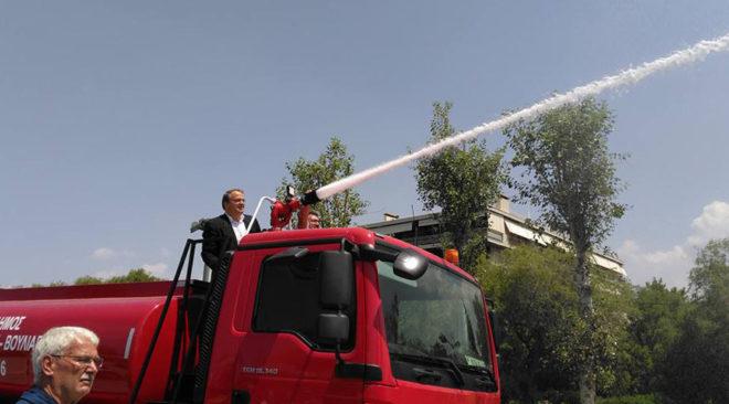 Βάρη Βούλα Βουλιαγμένη: Οχήματα για πυρόσβεση ή για ...καθαριότητα;