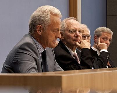 Γερμανός πολιτικός σε φωτορεπόρτερ: ««Μη μ' αγγίζεις βρωμιάρη Έλληνα!»