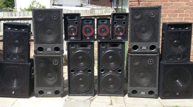Χωρίς άδεια μουσικής από το Δήμο τα καταστήματα