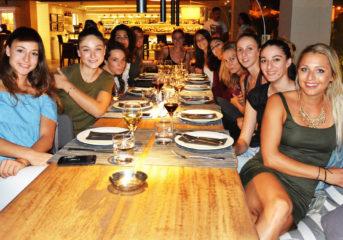 Τα κορίτσια της Θέτιδας Βούλας δείπνησαν στο Moorings