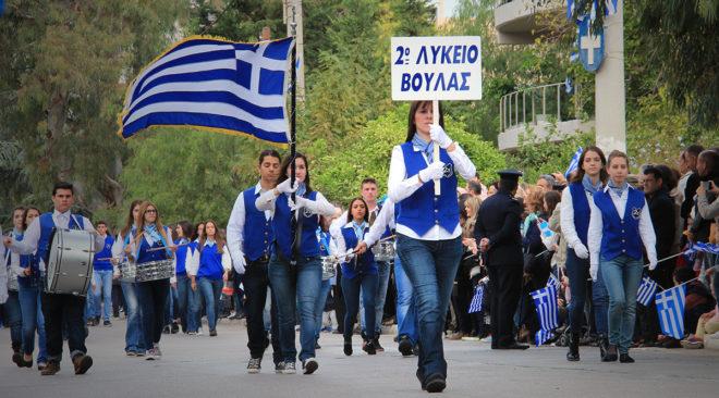 Εικόνες από την παρέλαση των μαθητών των 3Β στη Βούλα