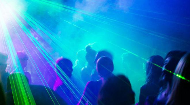 Λίμνη Βουλιαγμένης: Club μέχρι το πρωί...  (video)