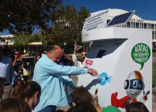 Πρωτοποριακό μηχάνημα παρέχει τροφή και νερό σε αδέσποτα στο Δήμο Βόλου