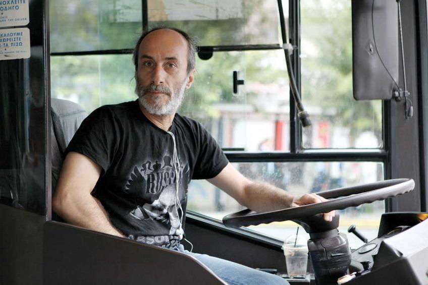 Ο οδηγός Μπάμπης Καρατσίκας έκανε περίπου ένα δίωρο για τη διαδρομή από τη Γλυφάδα στο Πολύγωνο