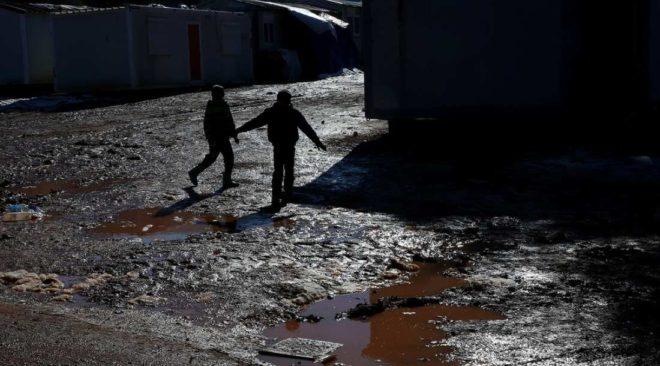 """Πρόσφυγες Ελληνικού: Το χιόνι το παλέψαμε, η καθήλωση θα μας σκοτώσει"""""""