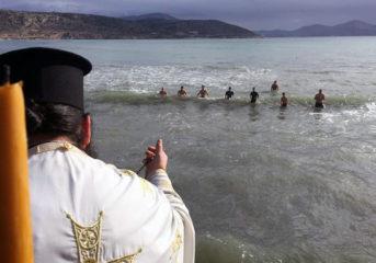 Πώς εορτάστηκαν τα Θεοφάνεια σε Βάρκιζα, Βουλιαγμένη και Βούλα (photos-video)