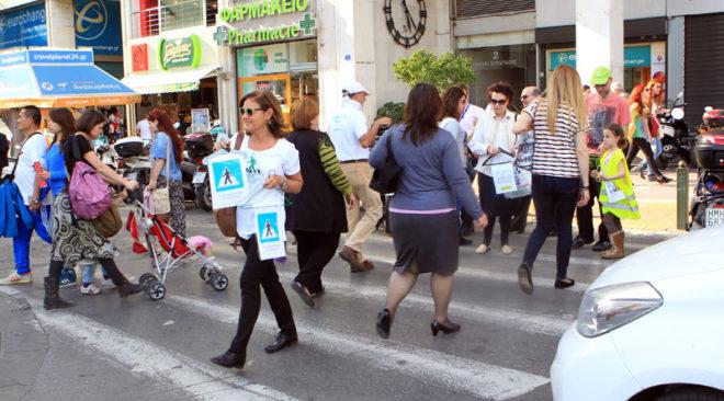 «Μαμάδες στον δρόμο» για ελεύθερα πεζοδρόμια