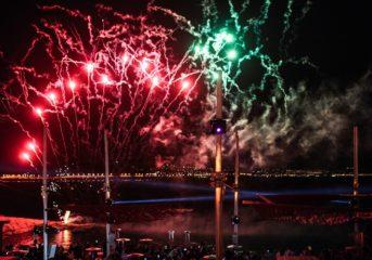 Φεστιβάλ πυροτεχνημάτων στο Island της Βάρκιζας