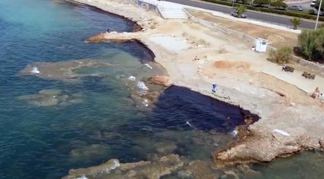 Υποψίες για πετρελαιοκηλίδα στη Βούλα (video)