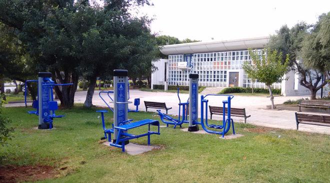 Υπαίθρια όργανα γυμναστικής εγκαταστάθηκαν στη Βουλιαγμένη