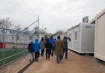 Το 2ο Γυμνάσιο Βούλας στους πρόσφυγες του Ελαιώνα (photos)