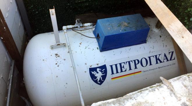 """Παράνομη δεξαμενή υγραερίου στην """"Ωκεανίδα"""" της Βουλιαγμένης"""