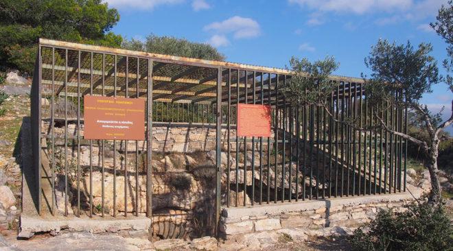 Περίπατος και ξενάγηση στο σπήλαιο του Νυμφόληπτου στη Βάρη