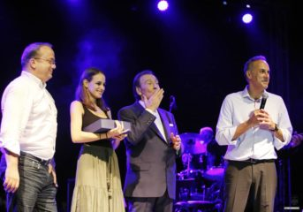 Γιατί ανέβηκε ο Κωνσταντέλλος στη σκηνή μαζί με Παπανικολάου και Βοσκόπουλο;