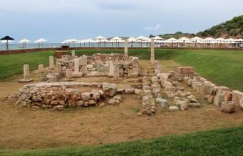 Χωρισμό της Astir Beach από τον ναό του Απόλλωνα ορίζει η αρχαιολογία
