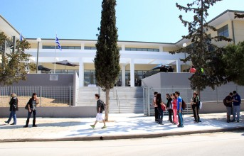 Γυμνάσιο Βουλιαγμένης: Ένα σχολείο χωρίς ...αυλή