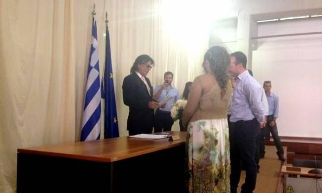 Με «γαλλικά» τέλεσε τον πρώτο πολιτικό γάμο ο Ψινάκης